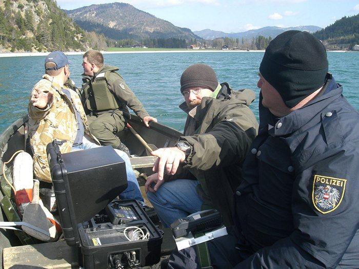 Suche und Bergung eines Polizeihubschraubers am Achensee